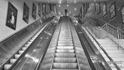 【黑白影像】+北京+最后一班地铁
