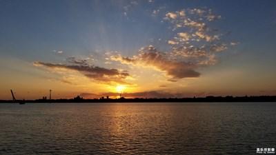 松花江畔 迷人的黄昏