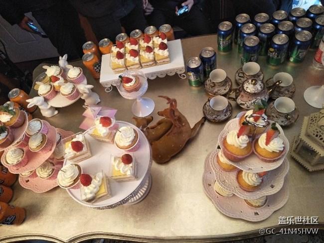 [C8约拍季]武汉 COS小姐姐很好看现场也有许多好吃的糕点