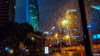【中国最美瞬间】kingwae作品:《窗外的陆家嘴》