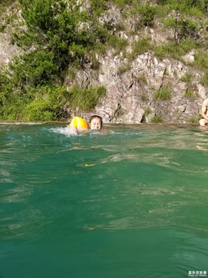 游泳时,水下拍摄的几张照片