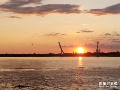 日落江畔红霞飞
