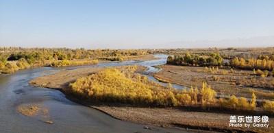 秋日伊犁河