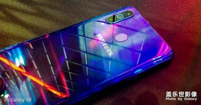 三星Galaxy A8s真机实拍