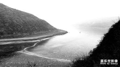 雾霾下的山村