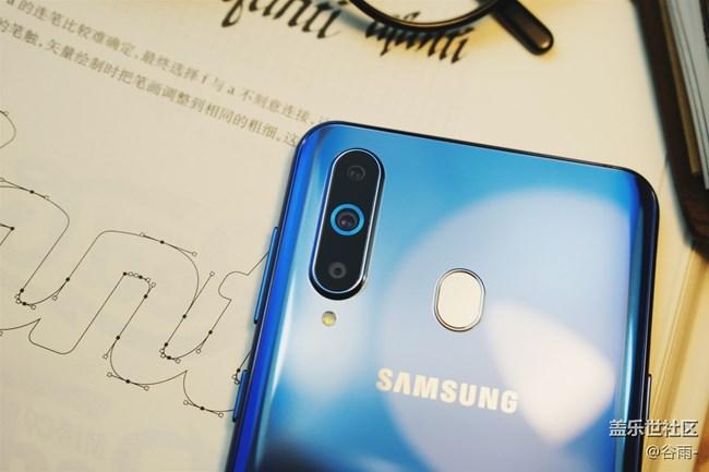 "Galaxy A8s开箱,那""一点""的风情"