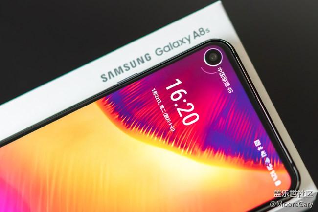 """细节成就""""黑瞳全视屏"""",三星Galaxy A8s上手体验"""