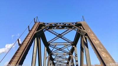 【工业化城市的印迹】+在一座废弃的钢厂桥畔