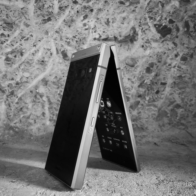 """一个月""""折叠""""手机重度使用· 更贵的价格·不一样的折叠"""