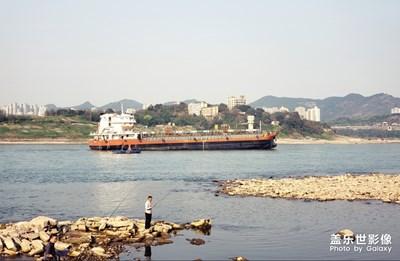 长江边上渔长江