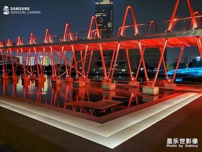#红的温度#夜晚的远香湖畔