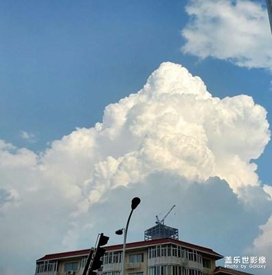 随拍大朵云彩
