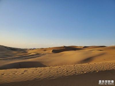 沙漠蓝天还有海