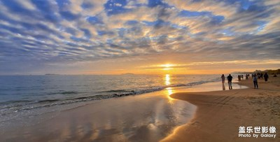 阳光海浪沙滩